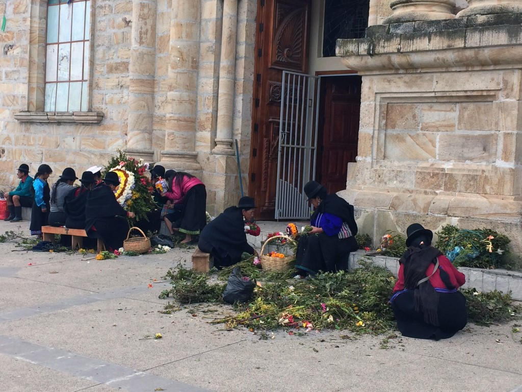 Saraguros selling flowers Medium