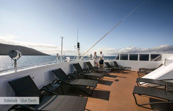galapagos-santa-cruz-solarium-sun-deck-2-880x564