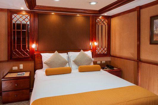 grace-yacht-cabin_carolina-deck-queen-premium-staterooms
