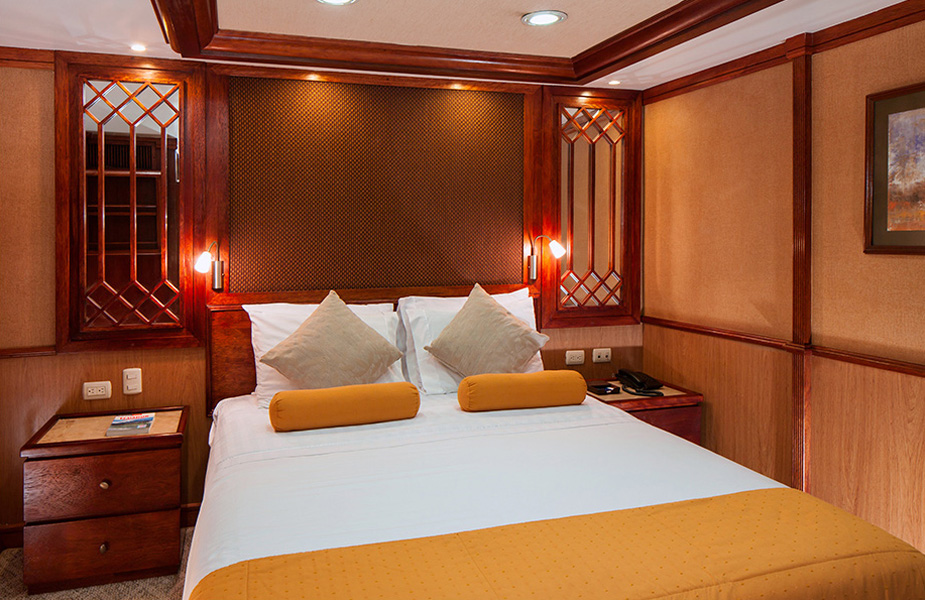 grace-yacht-cabin_carolina-deck-queen-premium-staterooms