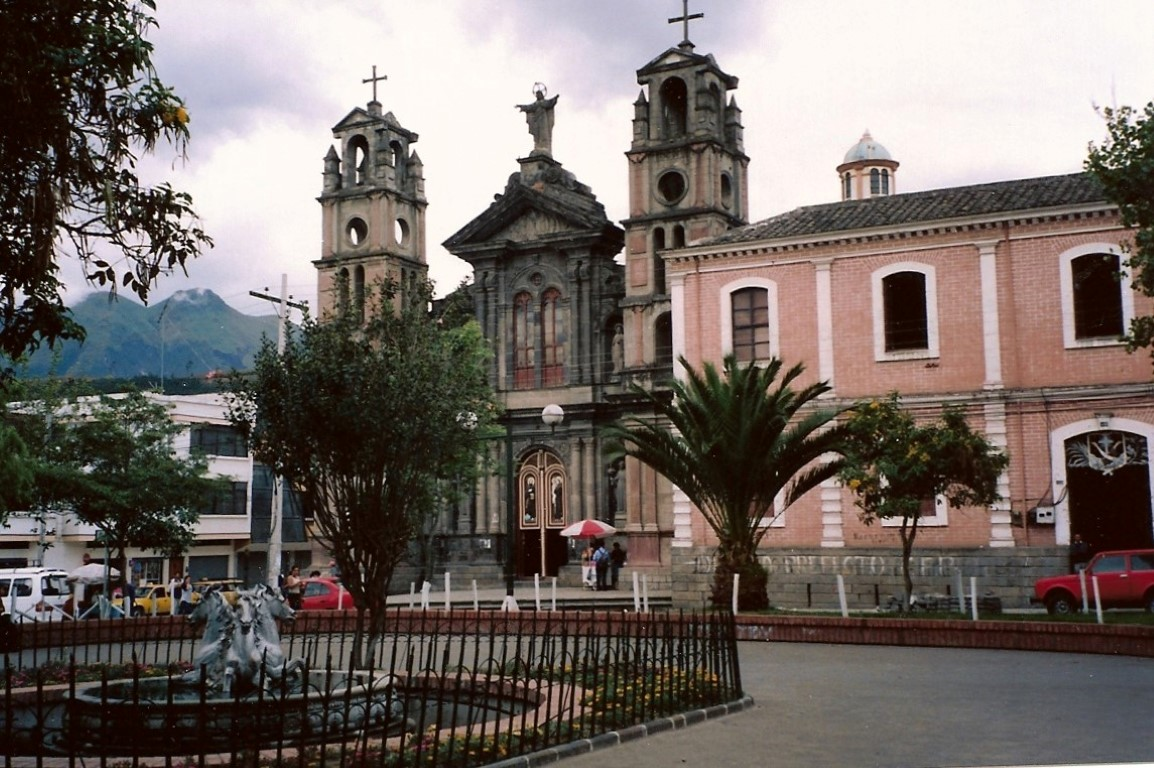 Otavalo_Plaza