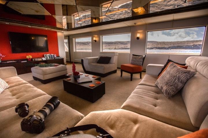 Passion interior1 - Birdwatching Galapagos Cruises