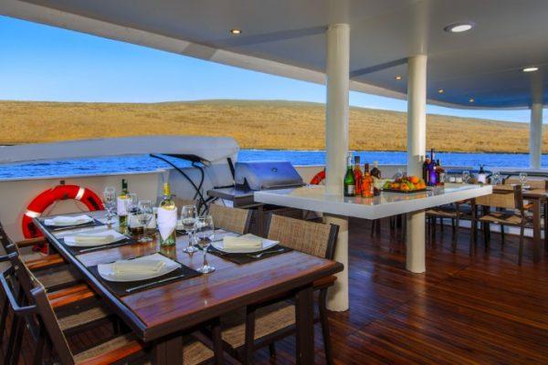 Treasure_of_Galapagos-2017-Al_fresco_dining-2